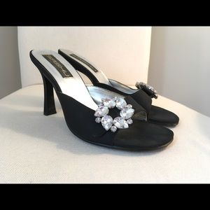 Shoes - 🍍Black dress pumps with jeweled brooches🍍